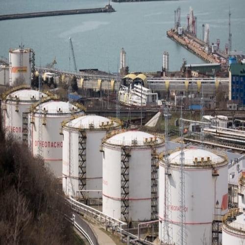 Giá xăng dầu hôm nay 16/12: Lo ngại dịch bệnh, mất đà tăng