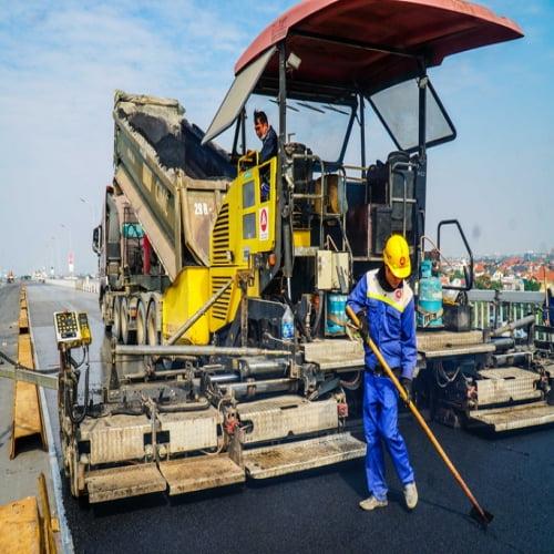 Cận cảnh công nhân gấp rút sửa cầu Thăng Long chi phí 269 tỉ đồng