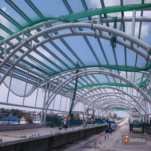 Thi công kết cấu thép nhà chờ tàu điện ngầm Metro tuyến Bến Thành-Suối Tiên